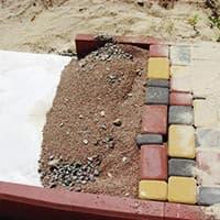 Геополотно используется для устройства садовых дорожек и тротуарной плитки